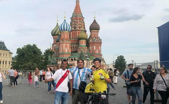 Cổ động viên Colombia đạp xe vượt 5.000km tới cổ vũ cho đội nhà
