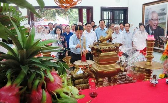 Dâng hương tưởng niệm cố Thủ tướng Võ Văn Kiệt
