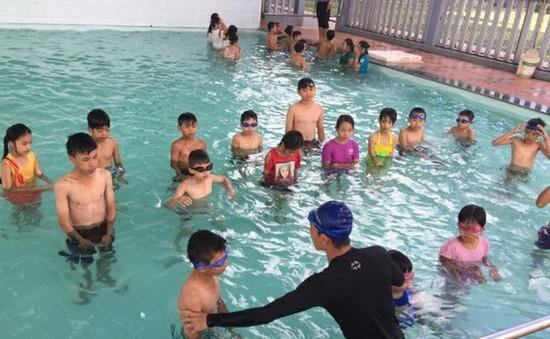 Chưa thể quy định bơi là môn học bắt buộc