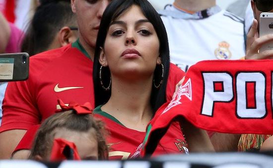 Bạn gái nóng bỏng của Ronaldo lần đầu xuất hiện trên khán đài FIFA World Cup™ 2018