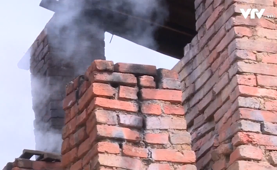 Khó xử lý lò nung thủ công ở làng gốm Hương Canh