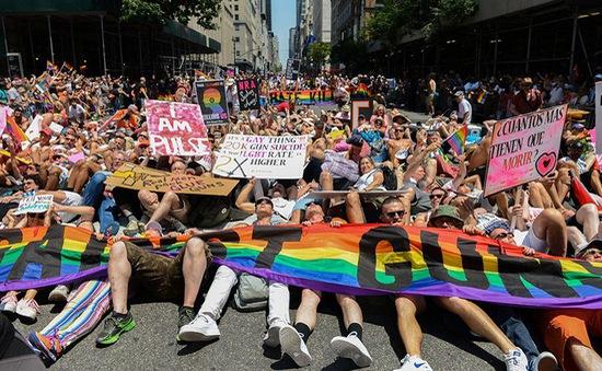 Hàng nghìn người dân New York diễu hành kỷ niệm ngày đồng giới