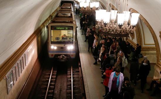 Xem World Cup dưới ga tàu điện ngầm tại Moscow, Nga