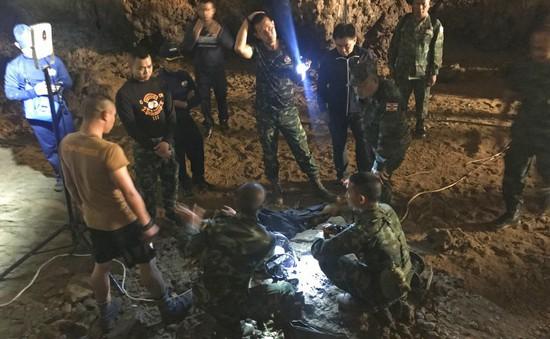 Thái Lan: Mỹ và Anh nhập cuộc tìm kiếm đội bóng thiếu niên mất tích trong hang động