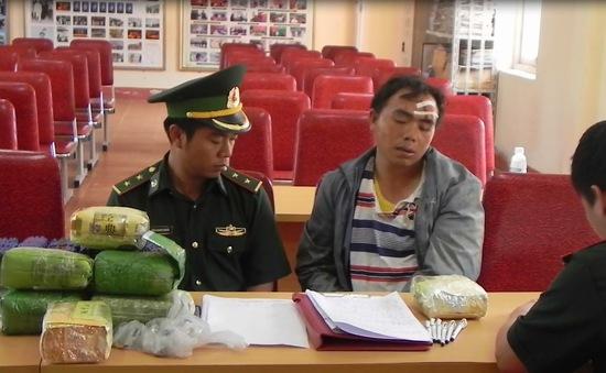 Nghệ An: 2 chiến sỹ biên phòng bị thương khi truy bắt đối tượng vận chuyển heroin