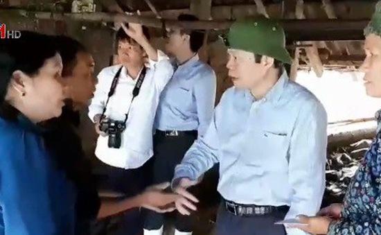 Phó Chủ tịch Quốc hội Phùng Quốc Hiển thăm đồng bào vùng lũ Lai Châu