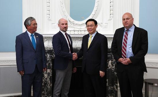 Phó Thủ tướng Vương Đình Huệ tham dự các cuộc đối thoại với các doanh nghiệp Hoa Kỳ