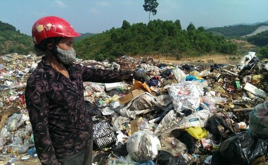 Ô nhiễm trầm trọng, rác tràn ra Quốc lộ ở bãi rác lớn nhất tỉnh Trà Vinh