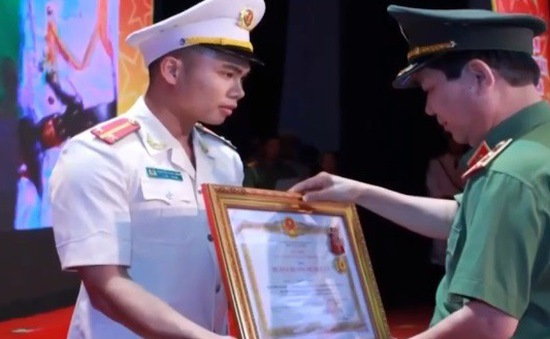Chiến sỹ CSGT sẵn sàng xả thân vì người khác