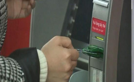 Hai chủ thẻ DongA Bank bị mất 200 triệu đồng trong tài khoản