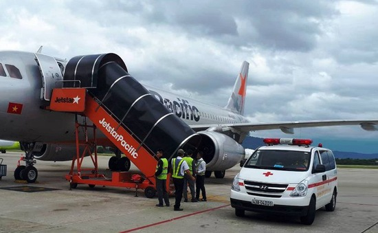 Máy bay Jetstar Pacific từ Hà Nội đi Đà Lạt hạ cánh khẩn Đà Nẵng để cứu khách bị ngất