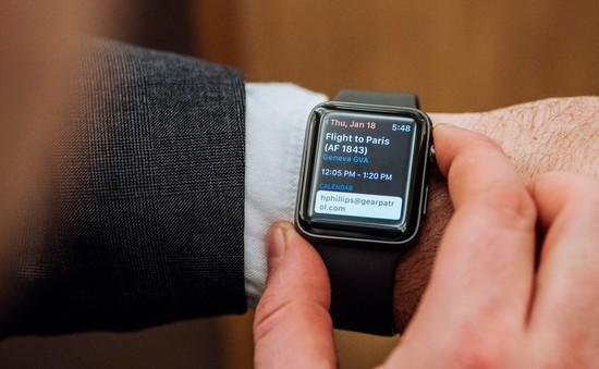 Bị phạt gần 10 triệu đồng chỉ vì... 4 lần nhìn Apple Watch