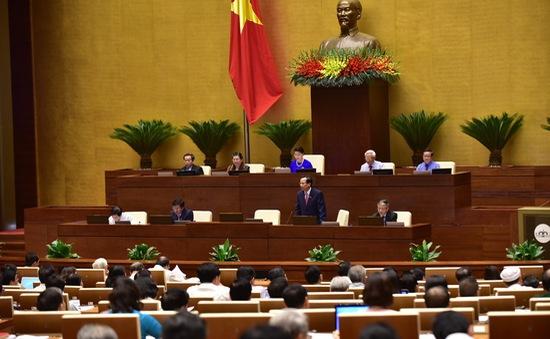 Nhiều đại biểu tranh luận với Bộ trưởng Bộ Lao động – Thương binh và Xã hội