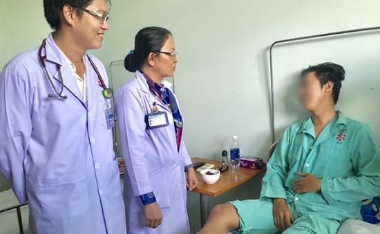 Nam thanh niên bị thuyên tắc phổi do tổn thương mạch máu ở chân