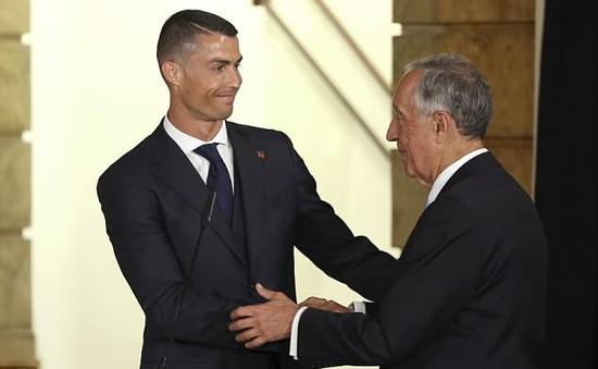 Ronaldo bảnh bao diện kiến Tổng thống Bồ Đào Nha trước thềm World Cup 2018