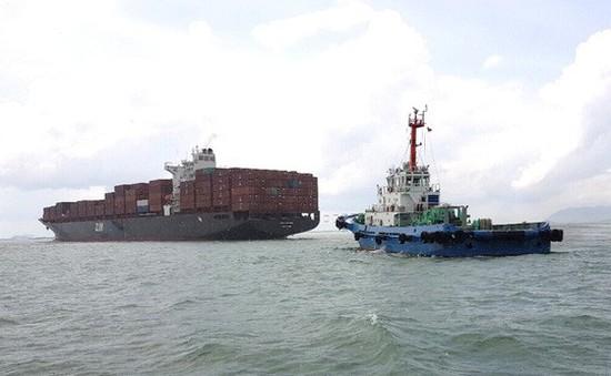 Tàu container mắc cạn ở Vũng Tàu
