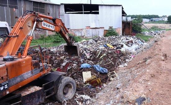 Phát hiện hàng chục tấn rác thải công nghiệp bị chôn lấp tại Bình Dương