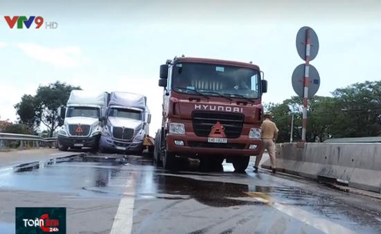 Tai nạn giao thông liên hoàn giữa 3 xe container tại Bình Thuận
