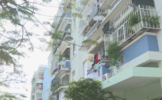 """Nha Trang: Hiểm họa từ những chung cư cũ tự cơi nới """"chuồng cọp"""""""