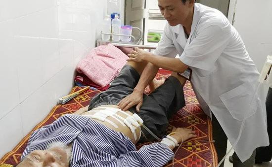 Cứu cụ ông 91 tuổi bị thủng dạ dày