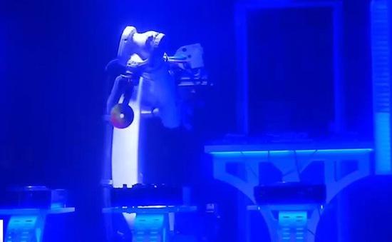 Robot DJ sôi động dịp năm mới tại Cộng hòa Czech