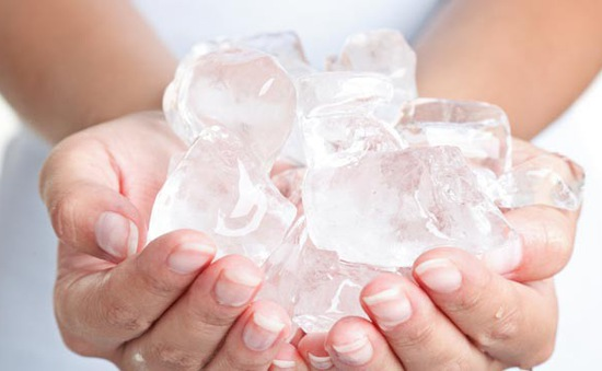Những lưu ý khi sử dụng nước đá mùa hè