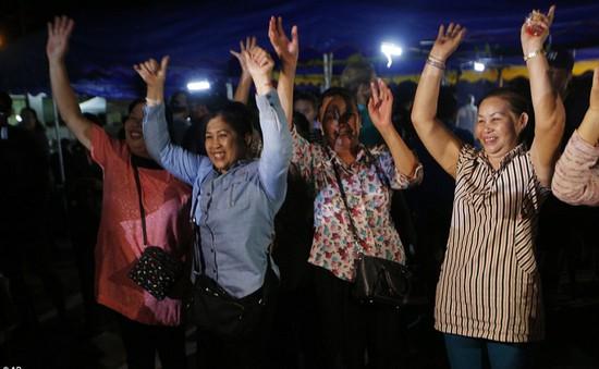 Người dân Thái Lan ăn mừng kỳ tích chiến dịch giải cứu đội bóng nhí
