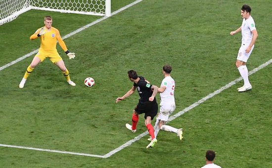 """Trong lúc ĐT Croatia ăn mừng bàn thắng """"vàng"""", ĐT Anh đã có quyết định táo bạo thế này"""