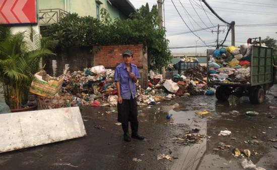 Người dân TP.HCM bức xúc vì nhiều bãi rác quá tải