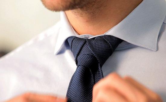 Đeo cà vạt làm giảm hiệu suất làm việc của nam giới