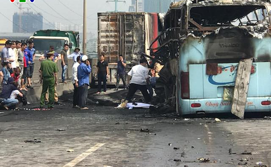 Xe khách cháy trên đường vành đai 3 không truyền dữ liệu giám sát hành trình
