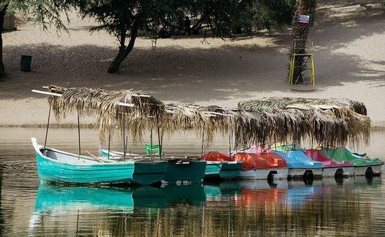 Thị trấn đầy ắp nước nằm giữa sa mạc khô cằn nhất thế giới