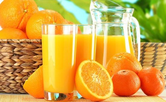 Ngăn ngừa nguy cơ mùa lòa nhờ một trái cam mỗi ngày