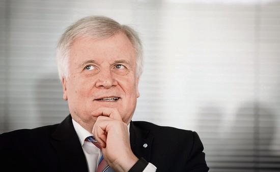 Bộ trưởng Bộ Nội vụ Đức đề nghị từ chức