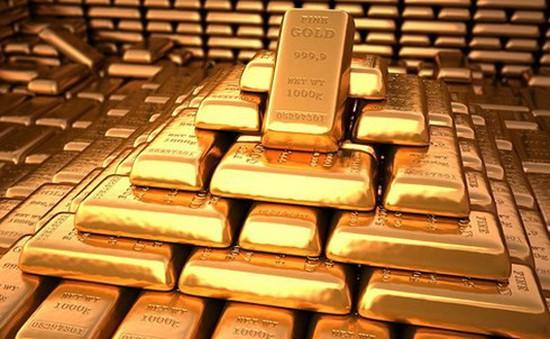 Giá vàng thế giới tiếp tục giảm xuống đáy mới