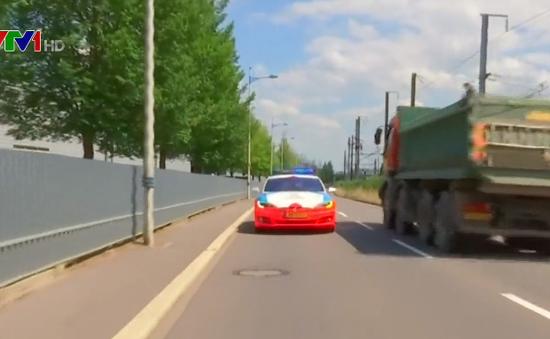 Truy bắt tội phạm bằng xe điện Tesla