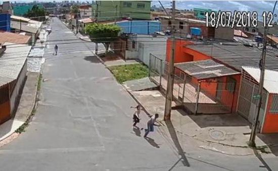 Nữ sinh tay không đánh cướp có vũ trang