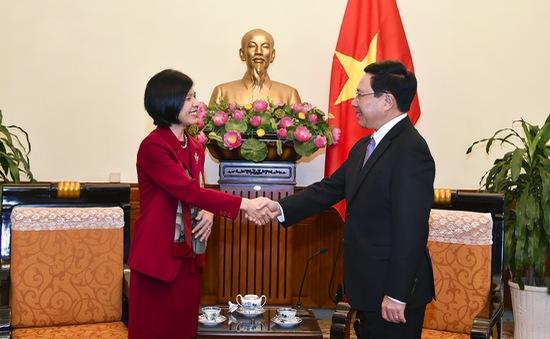 Phó Thủ tướng Phạm Bình Minh tiếp Đại sứ Canada Ping Kitnikone chào từ biệt