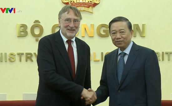 Thúc đẩy sớm thông qua Hiệp định thương mại tự do Việt Nam - EU