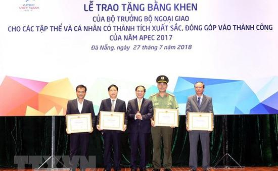 Bộ Ngoại giao khen thưởng các cá nhân, tập thể có đóng góp cho APEC 2017