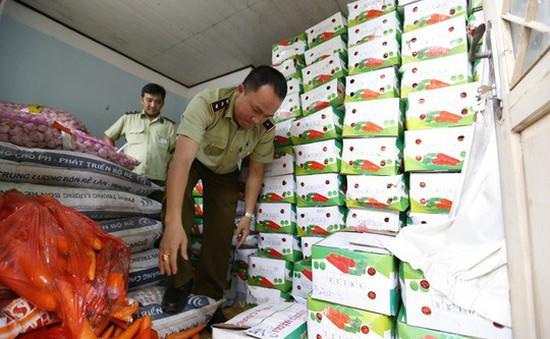 Thu giữ 4 tấn cà rốt, 200kg tỏi gắn mác xuất xứ Trung Quốc