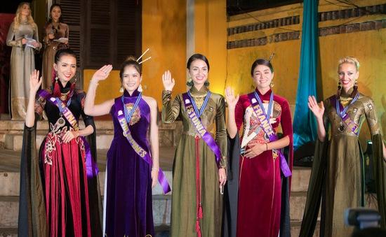 Người đẹp Philippines trình diễn áo dài đẹp nhất tại Hội An