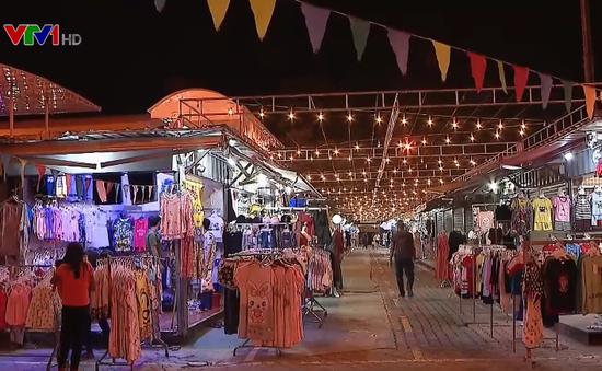 Ghé thăm chợ container ở Campuchia