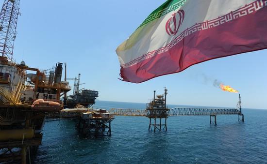 Mỹ siết chặt trừng phạt xuất khẩu dầu mỏ của Iran