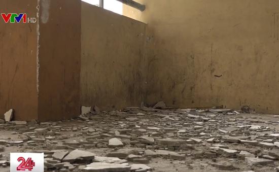 Đồng Nai: Trường THCS xuống cấp, nhiều mảng vữa vương vãi khắp nơi