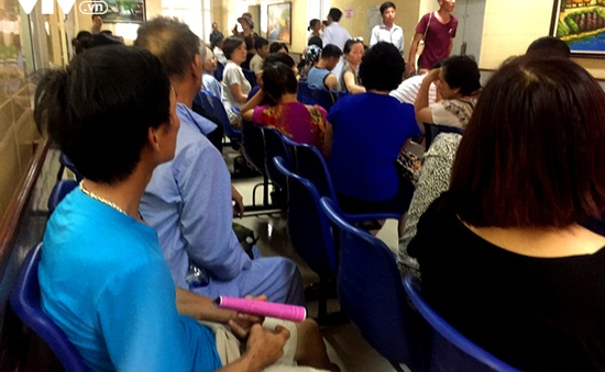 Bệnh viện Hà Nội tăng cường biện pháp chống nóng cho người bệnh