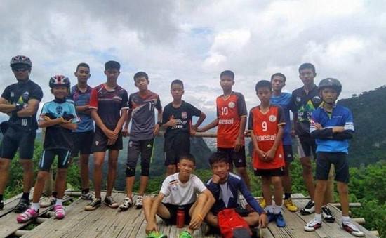 Tổ chức sinh nhật cho thành viên đội bóng thiếu niên Thái Lan