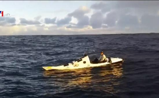 Người đầu tiên một mình chèo thuyền kayak vượt biển Tasman