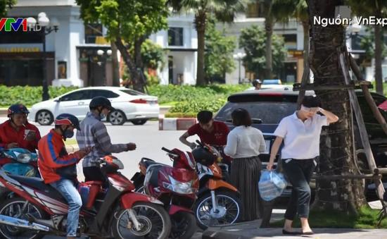 Cơm hộp đắt khách ngày nắng nóng trên 40 độ C ở Hà Nội
