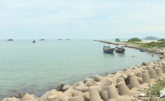 Quảng Ngãi: Các cửa biển đều bị sạt lở, bồi lấp